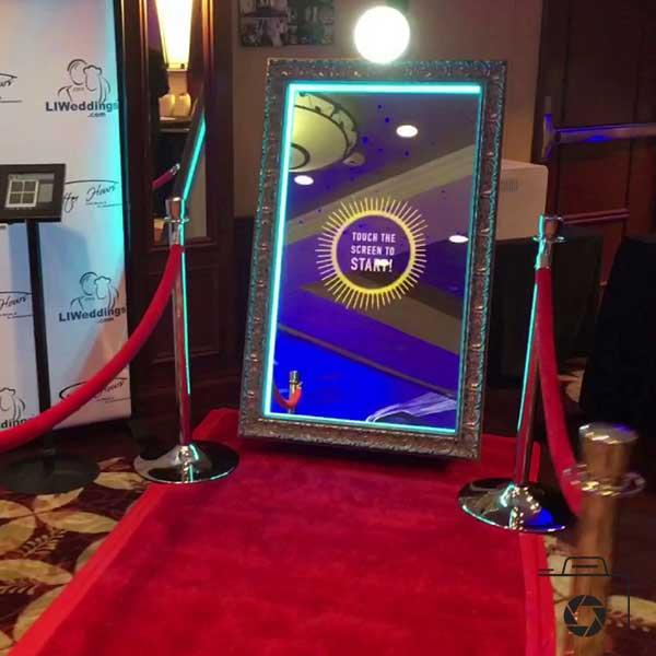 Au top de la tendance, notre Miroir Magique, le ''Miroir booth''. Une animation ''de feu'' !